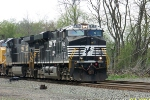 NS 7580 leads eastbound