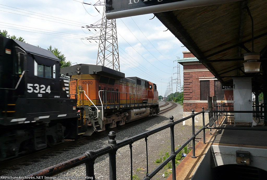 BNSF 4030 NS 213
