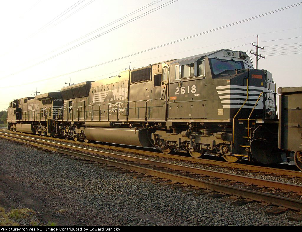 NS 9946 & NS 2618 on the move in Bedford,Ohio