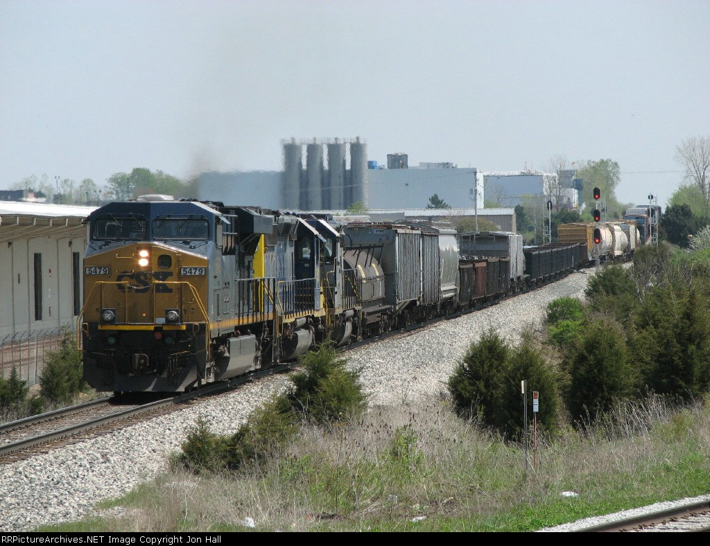 After running through the siding to avoid a maintainer on the mainline, Q335-05 heads west