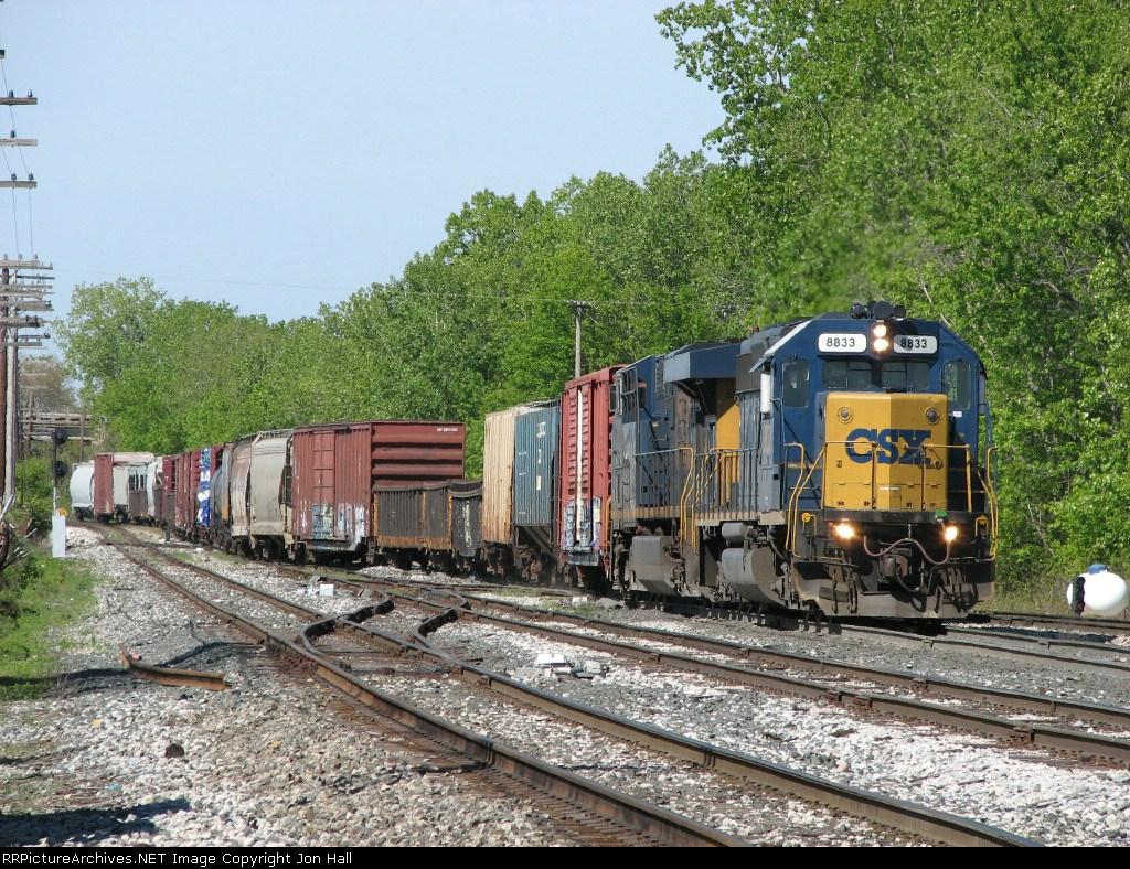 CSX 8833 leads Q326-24 into the yard