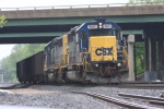 CSX 8827's train has just be filled with old ties
