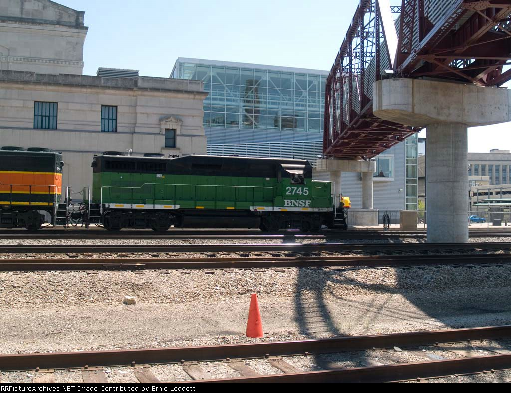 BNSF 2745 leads a WB switching unit at 2:33pm