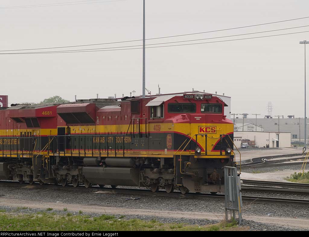 KCS 4039 light power by the gas rack at 9:17am