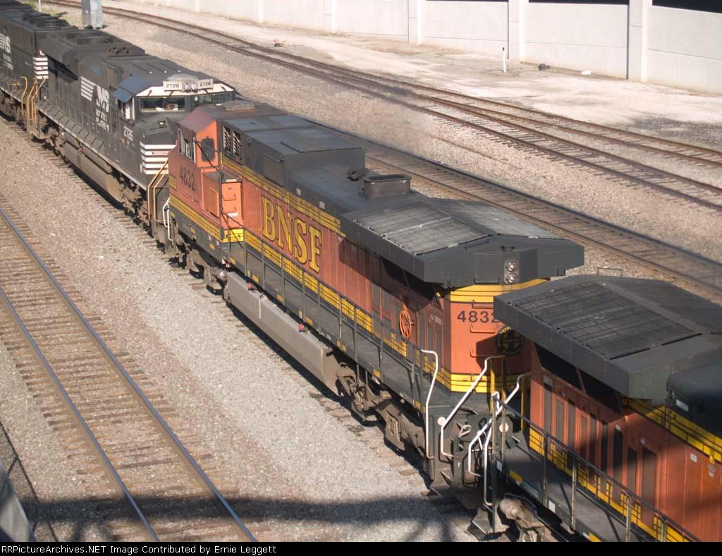 BNSF 4832 #2 power in an EB Z-train at 8:39am