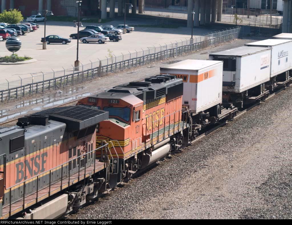 BNSF 121 #4 power in an EB Z-train at 9:42am