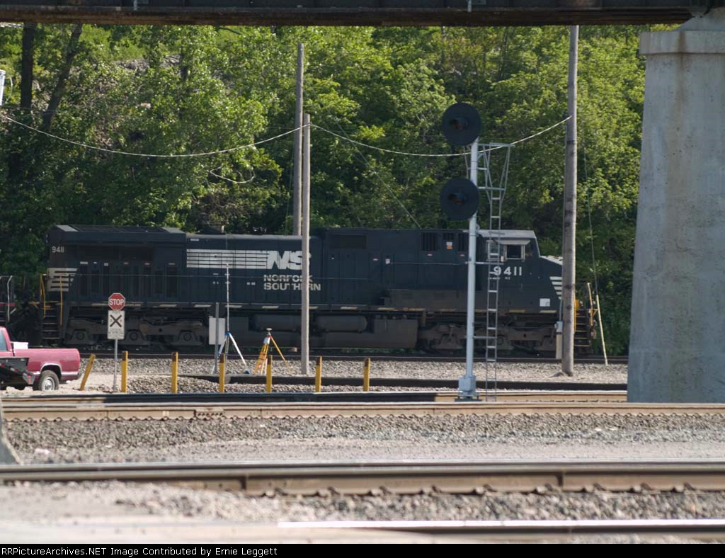 NS 9411 leads a WB manifest at 5:14pm