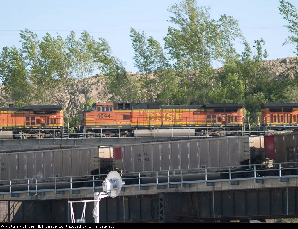 BNSF 4644 #2 power in an EB doublestack/piggyback at 5:38pm