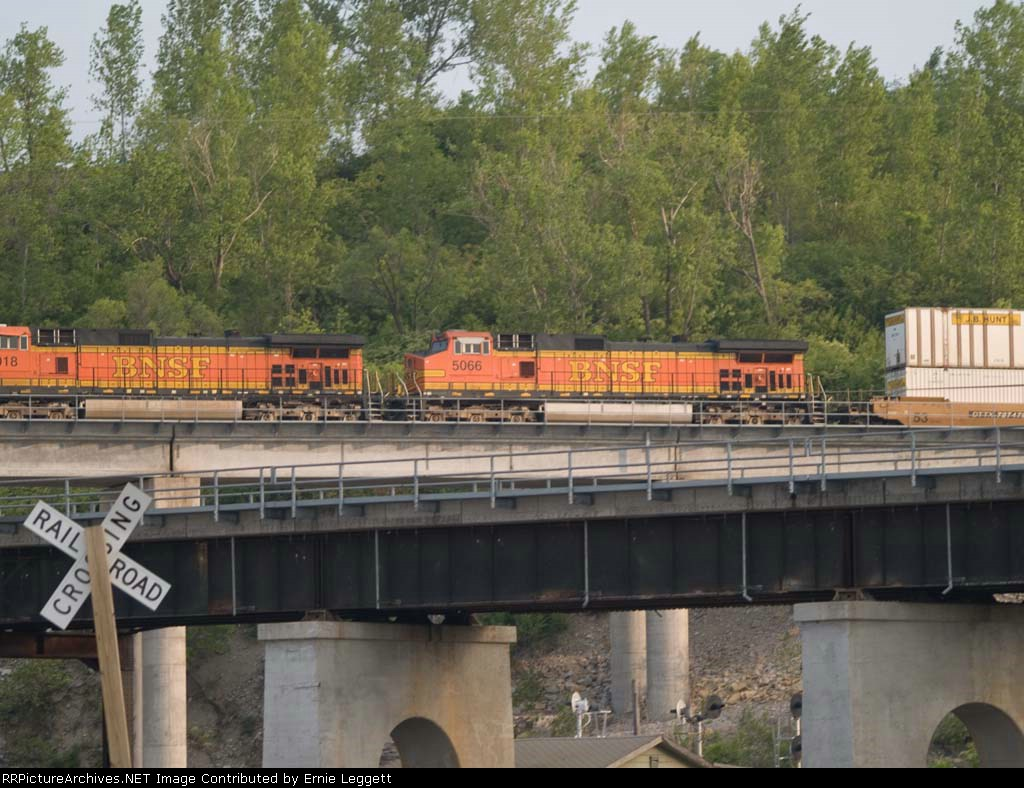 BNSF 5066 #2 power in a EB doublestack at 6:45pm