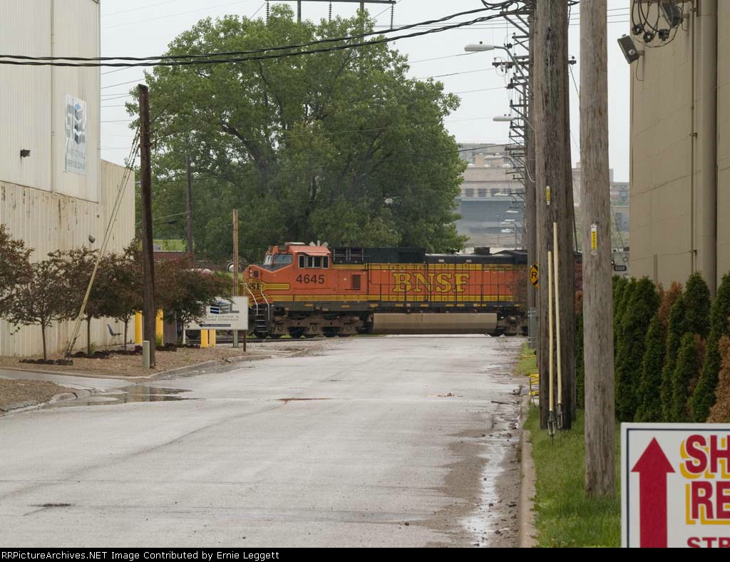 BNSF 4645 #3 power in a SB manifest at 12:45pm