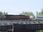 BNSF 7786 leads a WB piggy-back at 10:11am