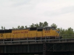 UP 4387 leads a WB autorack at 12:50pm