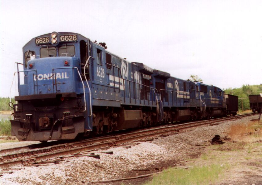 CR 6628 working the Bow coal train