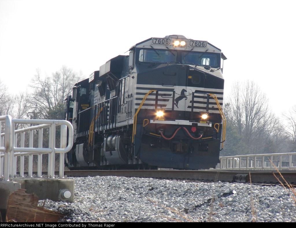 NS empty hopper train westbound at Oyama Yard.