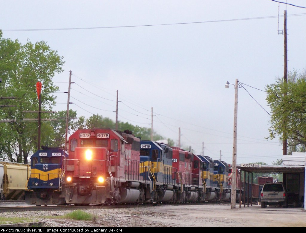 DME 6078 Leads 5 Other SD40's Through the Yard