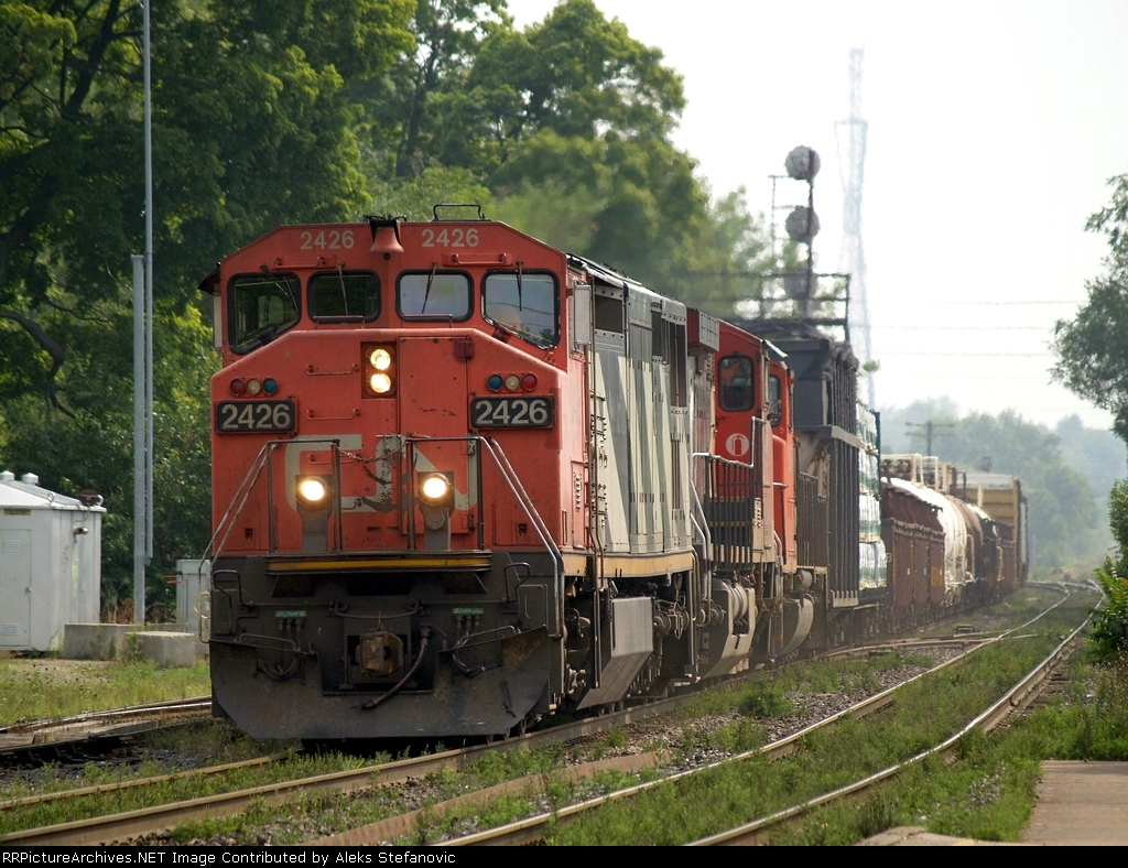 CN 385 passing the east end of the yard