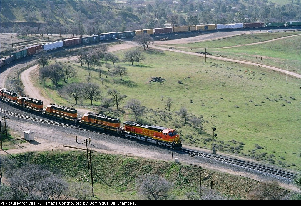 A Dash9-44 CW and 4 SD40-2 on the Loop