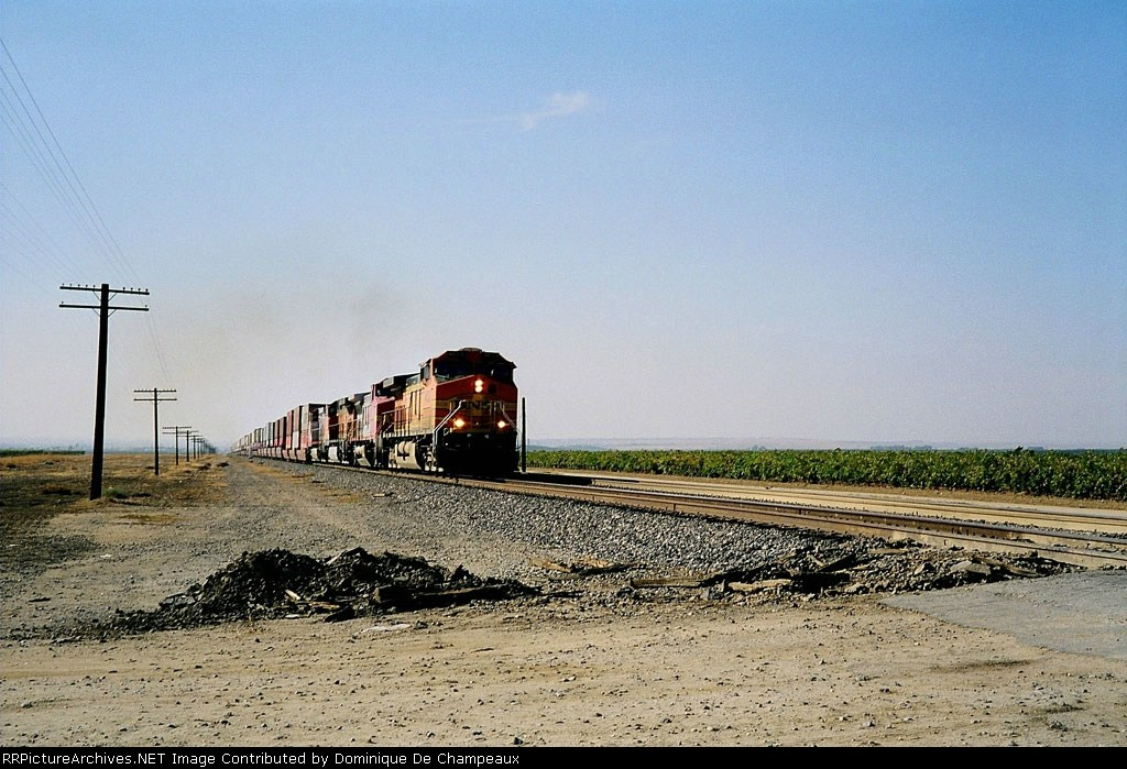 3 C44-9W and 1 C40-8 soldiering uphill at Edison, California
