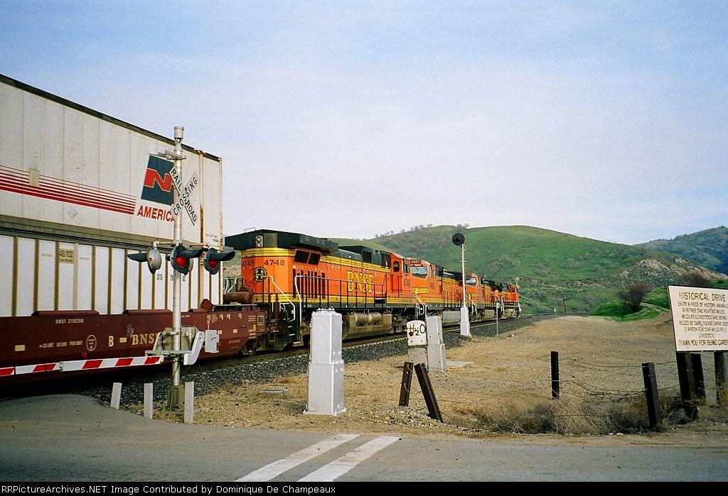 Dash9-44CW quartette at Bealville crossing