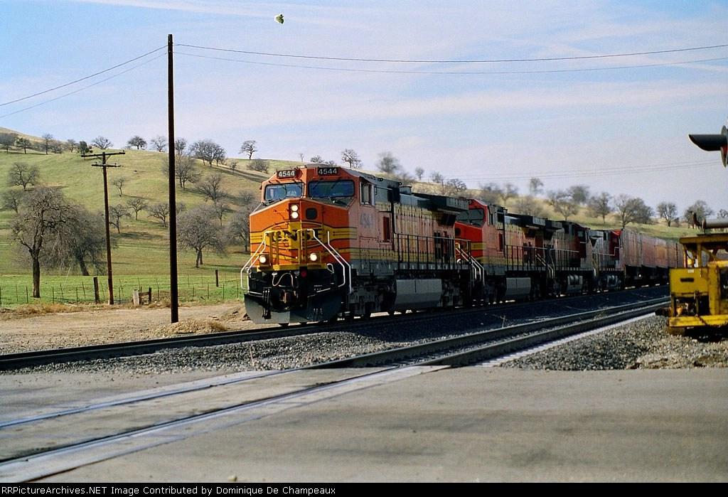 BNSF 4544 at Bealville grade crossing