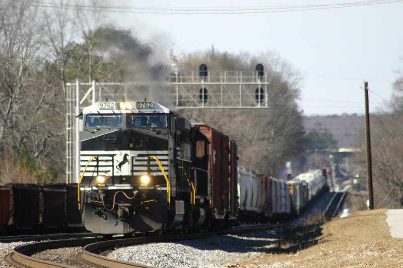 NS Train 175 crossing over