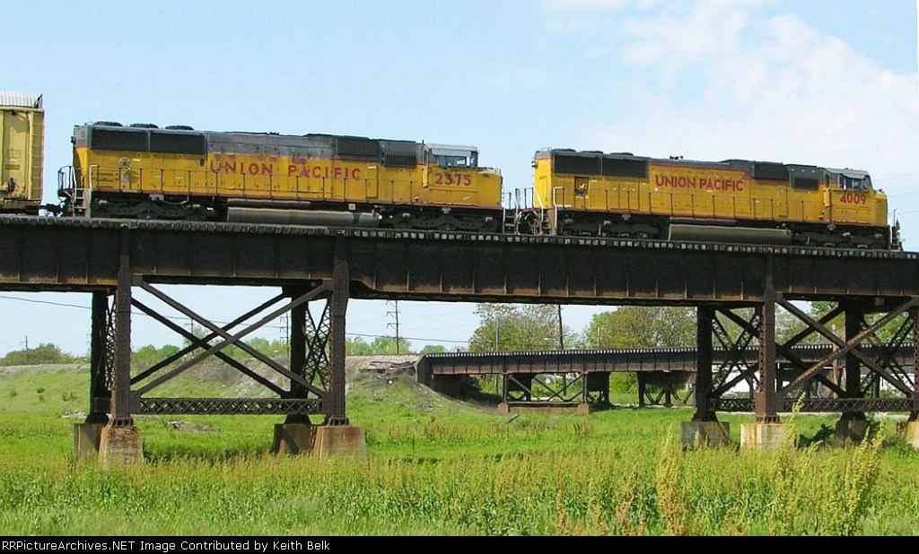 UP 2375 and 4009