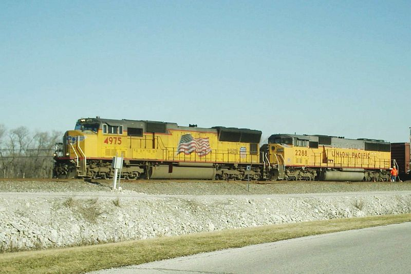 UP 4975 and 2288