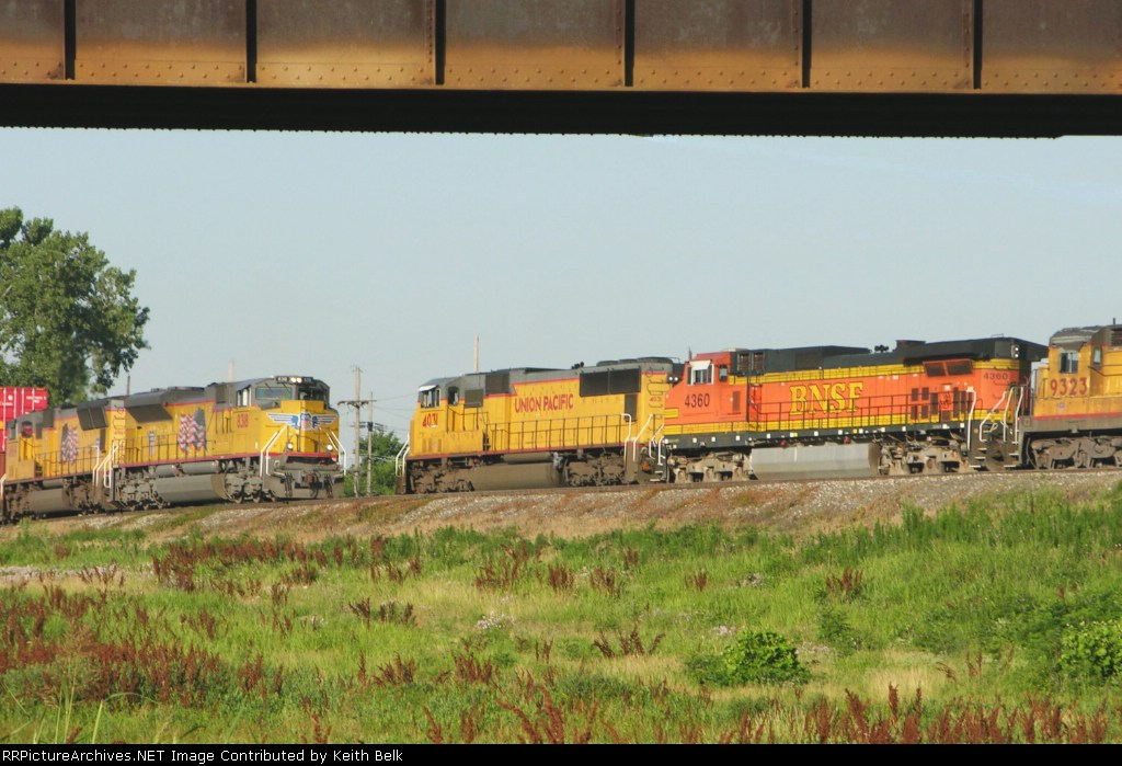 UP 8318 passes UP 4031