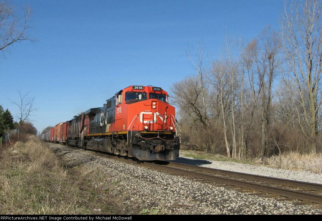 CN 2618 leads CN train 392 east