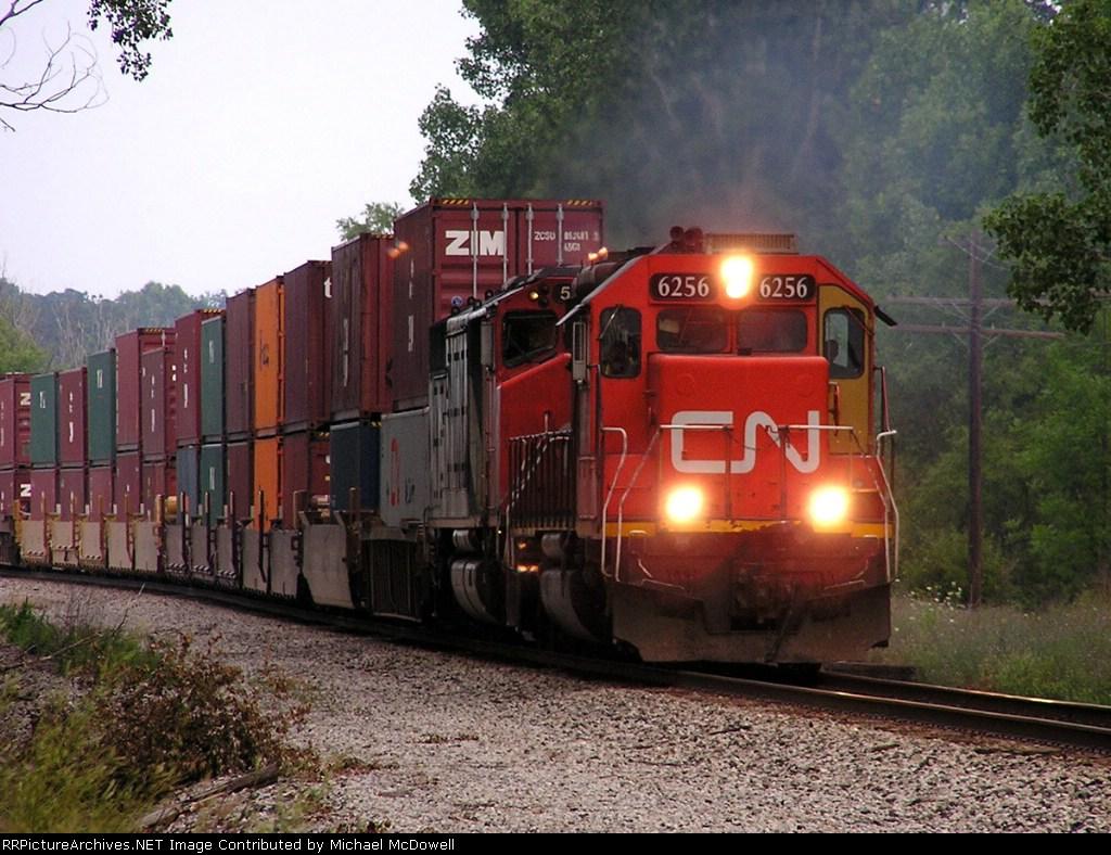 CN 6256 leads Q149 west