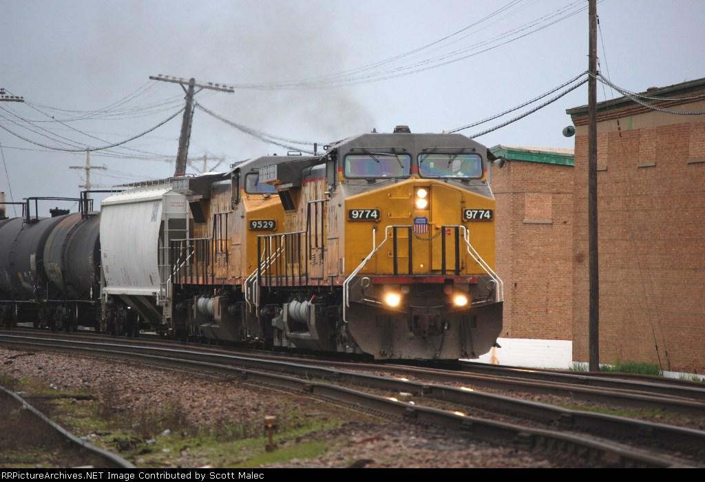 UP 9774 & 9529