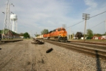 BNSF 5987 with empty hoppers