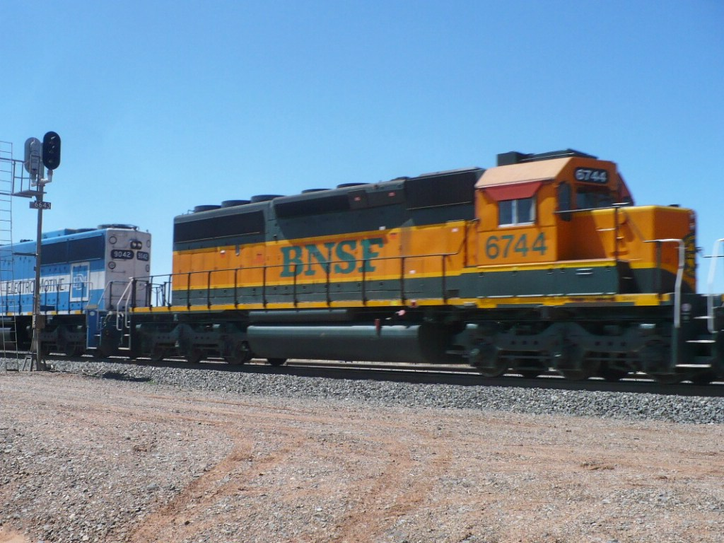 BNSF 6744