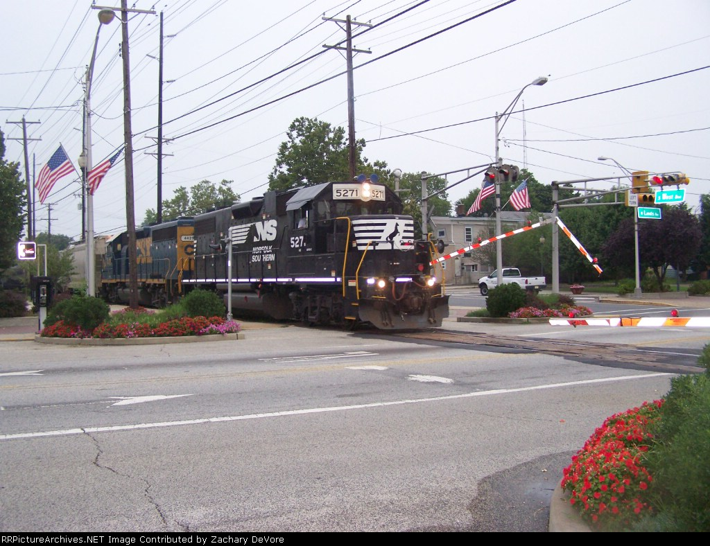 NS 5271 Leads Train through Center of Town