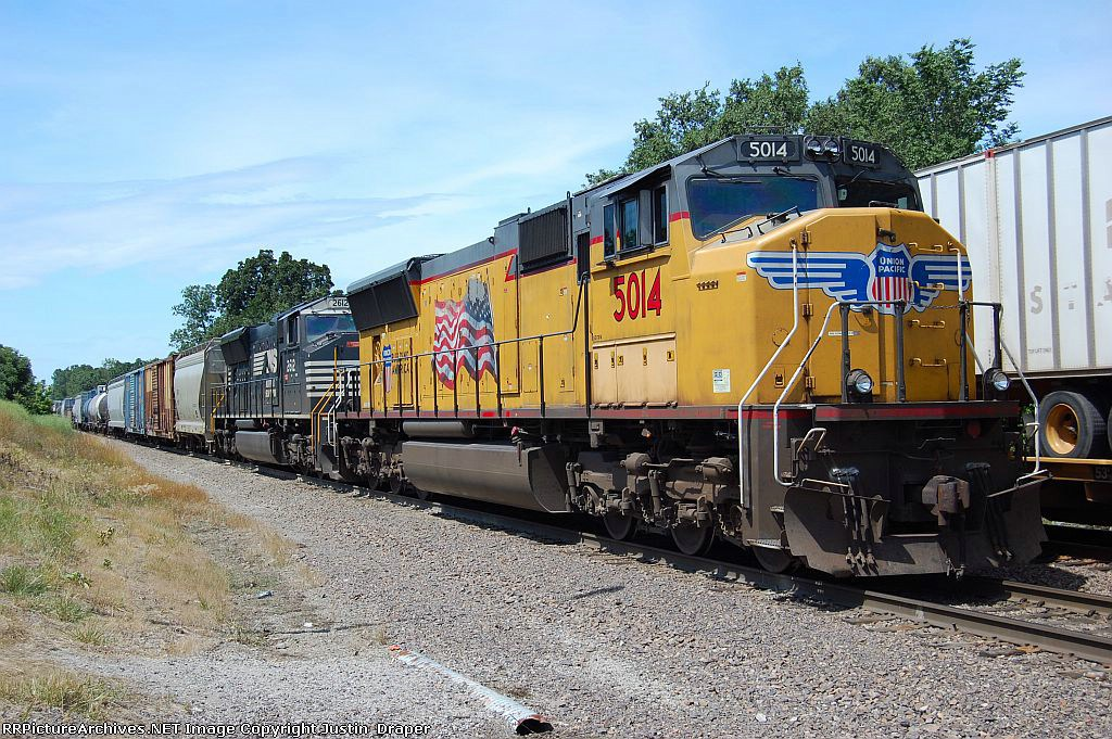 UP 5014 & NS 2612 with the MNLTT-25