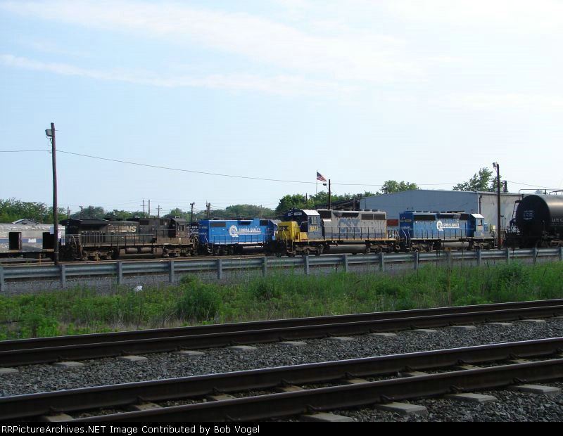 NS 8782 and 5279; CSX 8871 and 8817