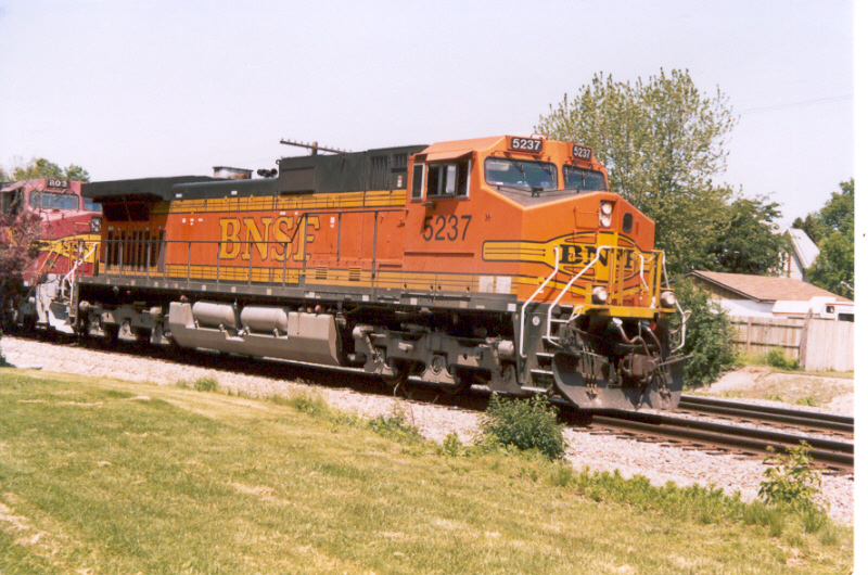 BNSF 5237 EB freight on the former Santa Fe main