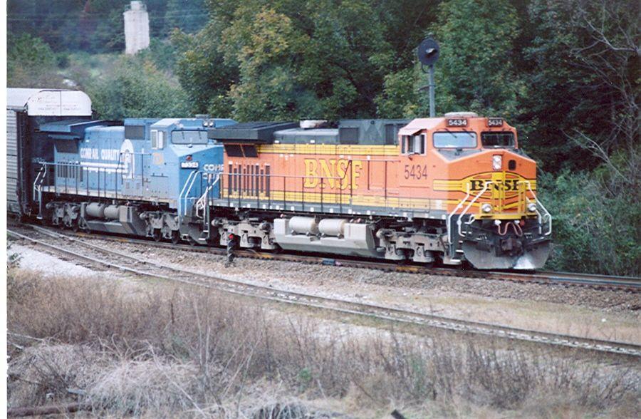 BNSF 5434 and CSX 7334