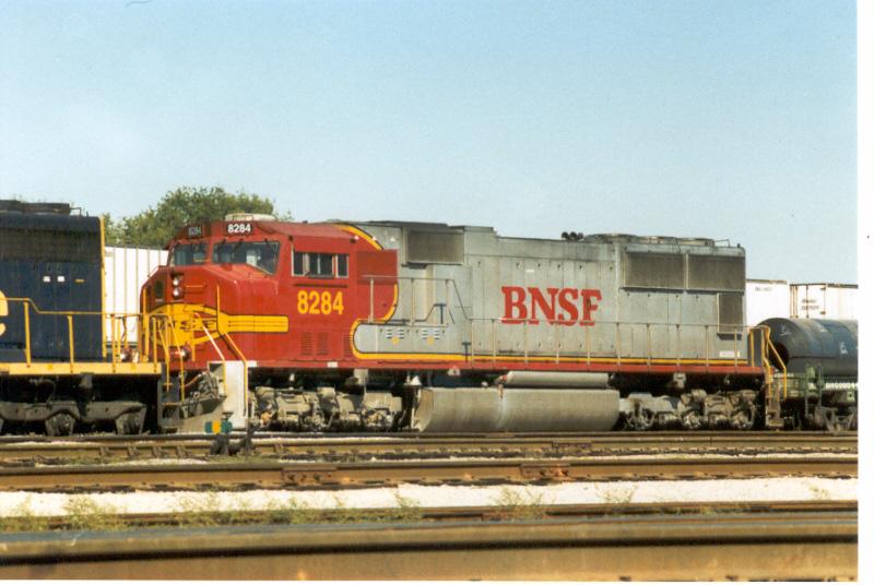 "BNSF 8284 in ""Warbonnet"" scheme.BNSF's E.Thomas Yard"