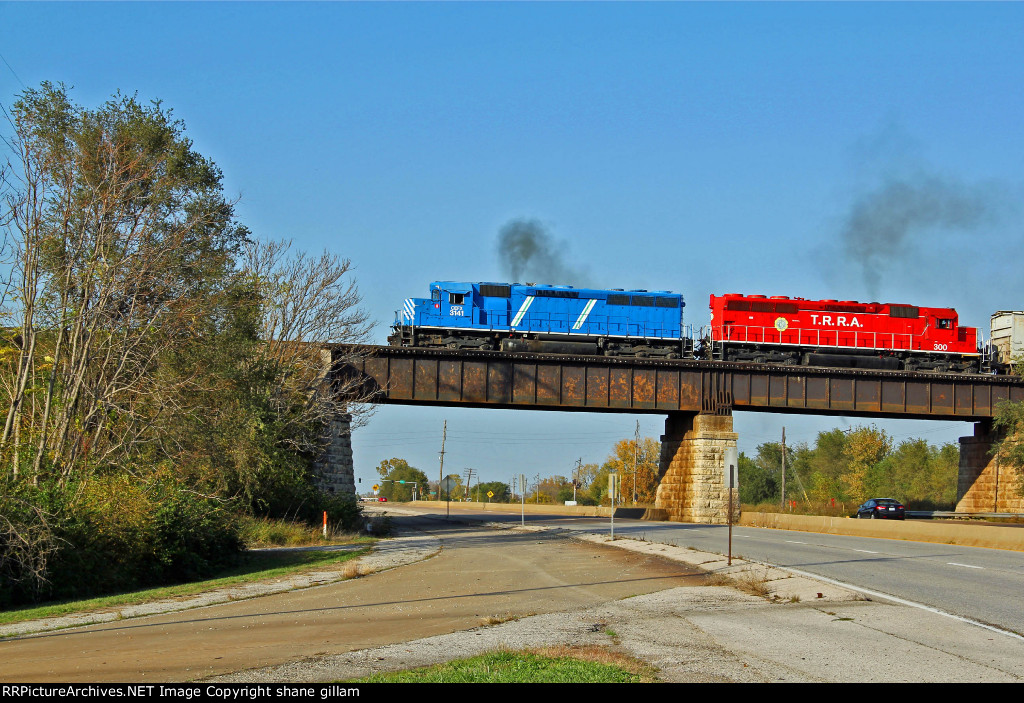 CEFX 3141 heads Wb toward the Mississippi river bridge.