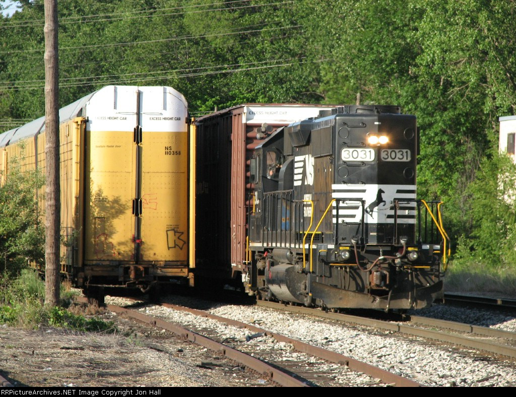 Z739 waits at Plaster Creek to get into Wyoming Yard