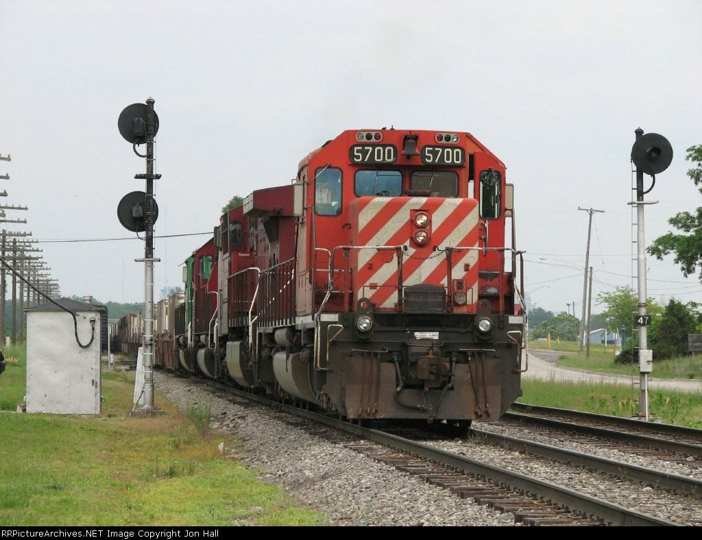 CP 5700 sits between the Ivanrest signals with X741