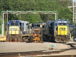CSX 1557 sits at the end of Q334's power as 9247 rusts beside it