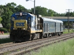 CSX 5891 rolls east down Track 2 with W001-18