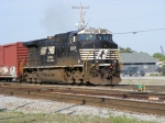 NS 9865 leads a transfer job into CSX Cayce Yard