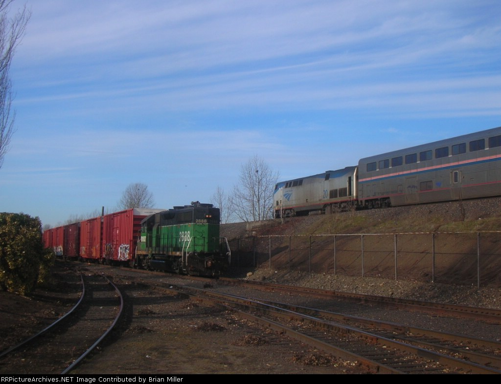 BNSF 2888 and AMTK 20