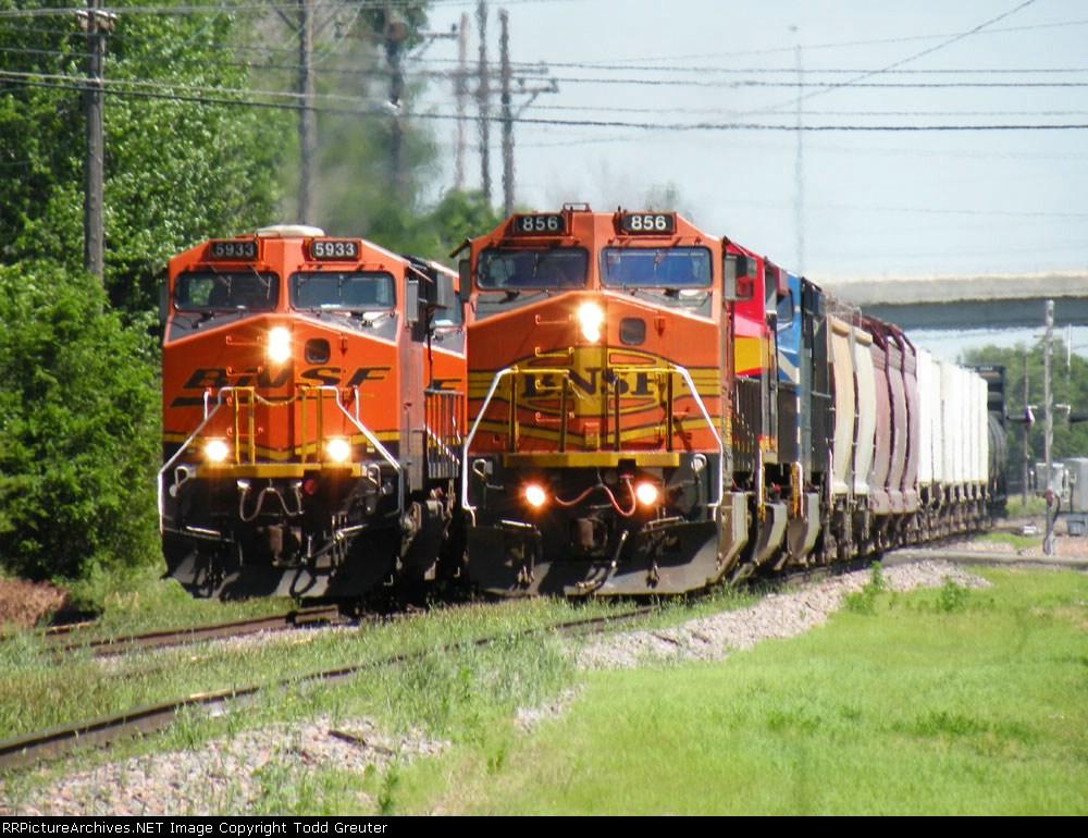 BNSF 5933 & BNSF 856