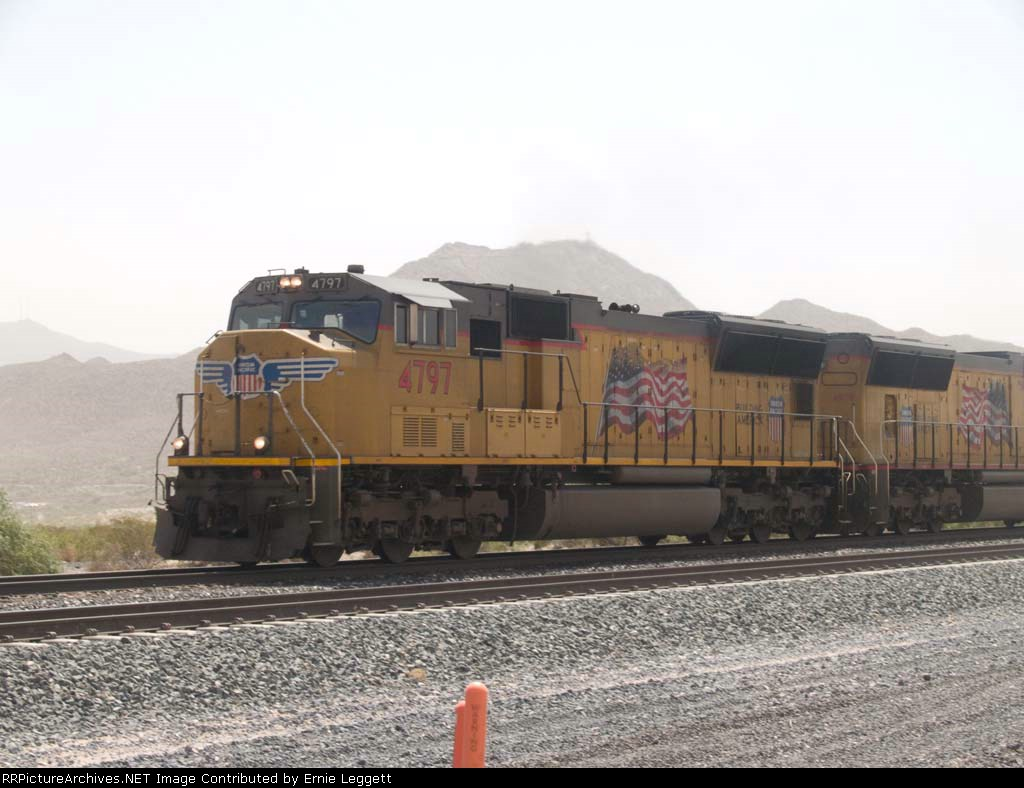 UP 4797 leads a WB manifest at 11:04am