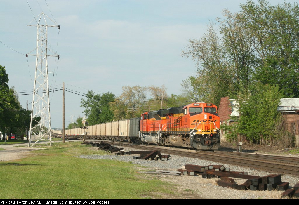 BNSF 5987 and strainer