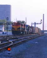 KCS 4109 flanked by signals at 32nd street